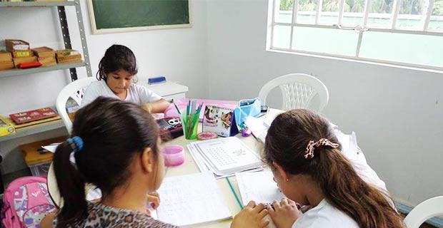 Projeto Universo do Saber - crianças aprendendo